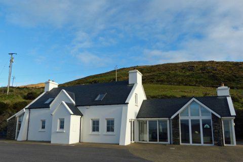 Atlantic Dreams, Haus von außen, Ferienhäuser mit Meerblick mieten in Irland - Cottages mit Seeblick mieten entlang des Ring of Kerry in Irland