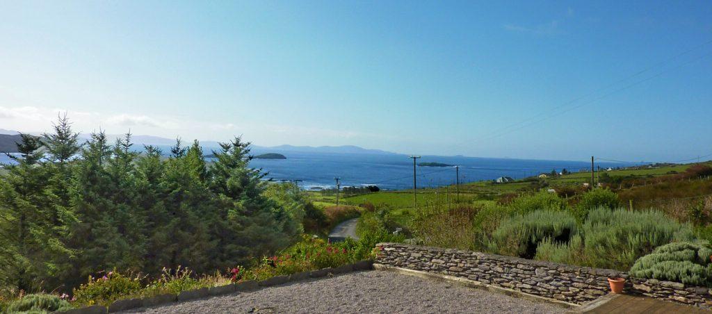 Ferienhaus, Kerry, Irland, Ard na Gaoithe,Terrasse mit Meerblick, Ferienhäuser mit Meerblick mieten in Irland - Cottages mit Seeblick mieten entlang des Ring of Kerry in Irland