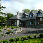 Ferienhaus, Kerry, Irland, Dellwood Lodge, Bild vom Weg aus, Ferienhäuser mit Meerblick mieten in Irland - Cottages mit Seeblick mieten entlang des Ring of Kerry in Irland