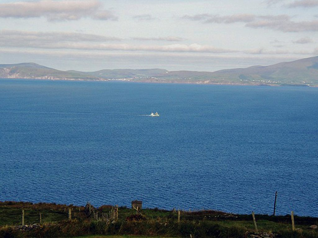 Holiday Home, Kerry, Ireland, A Grá mo Croí, Garden with Sea and Mountain Views, Rent a Cottage in Ireland along the Ring of Kerry