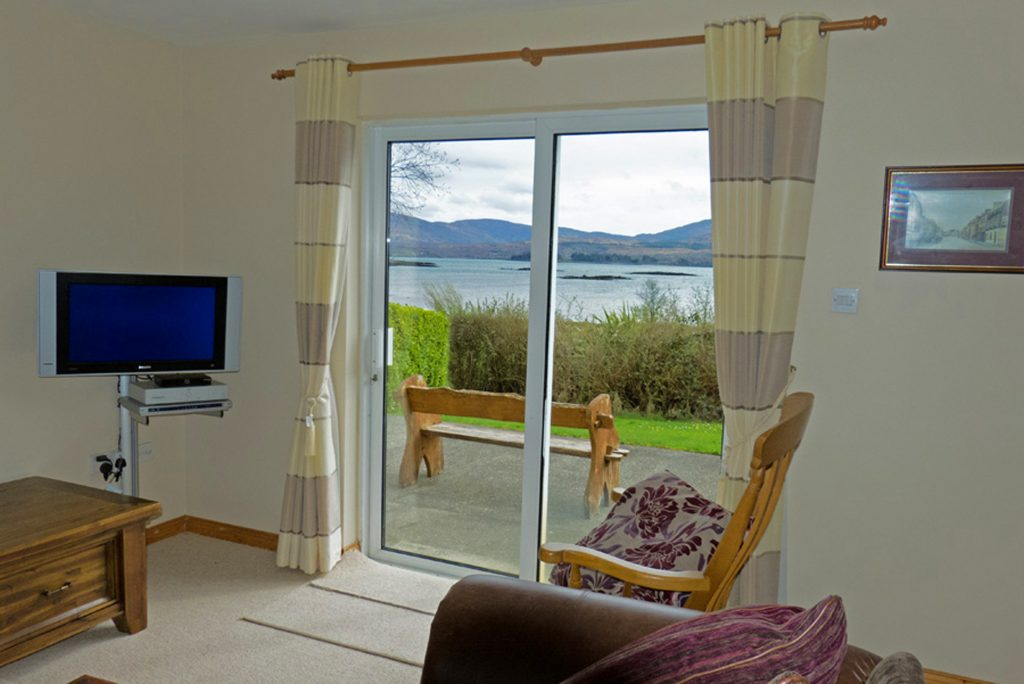 Heron Water Cottage, Living Room, Pict. 2. Rent an Irish Holiday Home with Sea View along the Wild Atlantic Way in Kerry, Rent a Cottage with Seaview in Ireland along the Ring of Kerry.