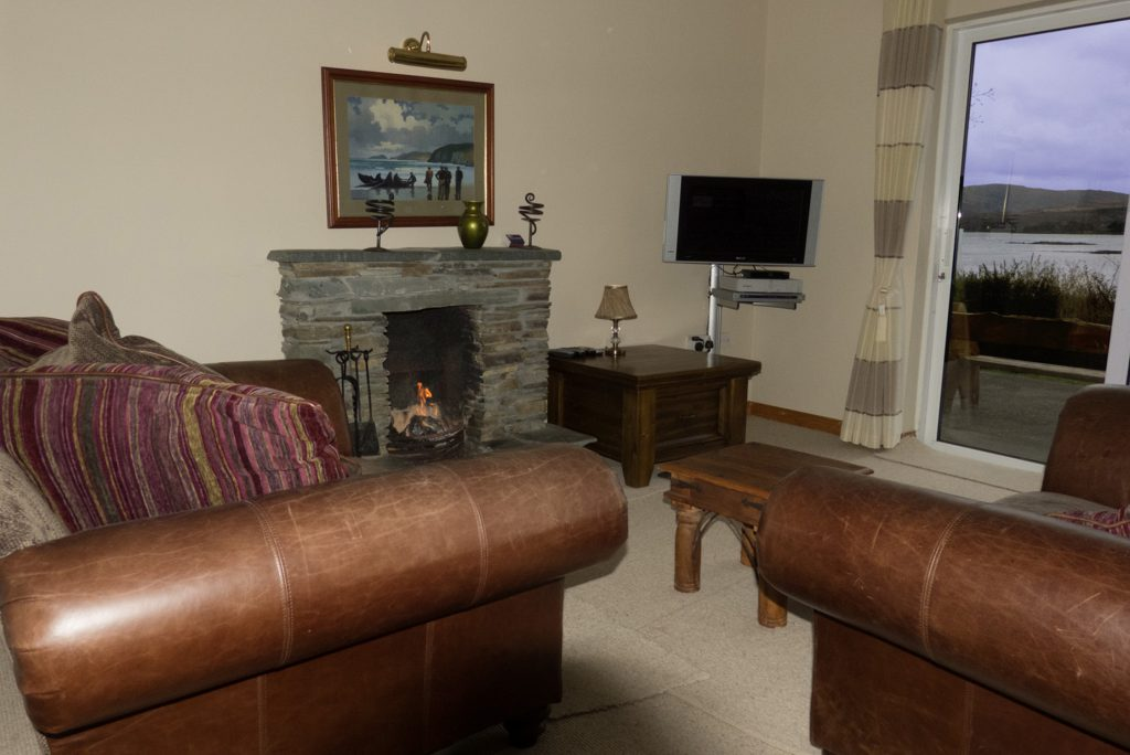 Heron Water Cottage, Living Room, Pict.4. Rent an Irish Holiday Home with Sea View along the Wild Atlantic Way in Kerry, Rent a Cottage with Seaview in Ireland along the Ring of Kerry.