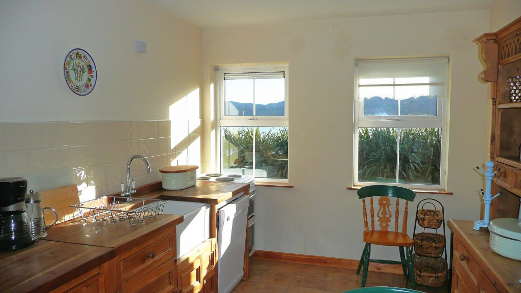 Heron Water Cottage, Kitchen with Sea View, Pict. 1. Rent an Irish Holiday Home with Sea View along the Wild Atlantic Way in Kerry, Rent a Cottage with Seaview in Ireland along the Ring of Kerry.