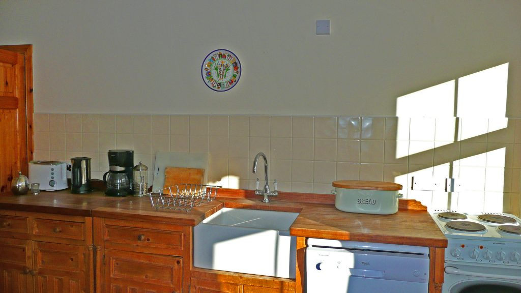 Heron Water Cottage, Kitchen with Sea View, Pict. 4. Rent an Irish Holiday Home with Sea View along the Wild Atlantic Way in Kerry, Rent a Cottage with Seaview in Ireland along the Ring of Kerry.