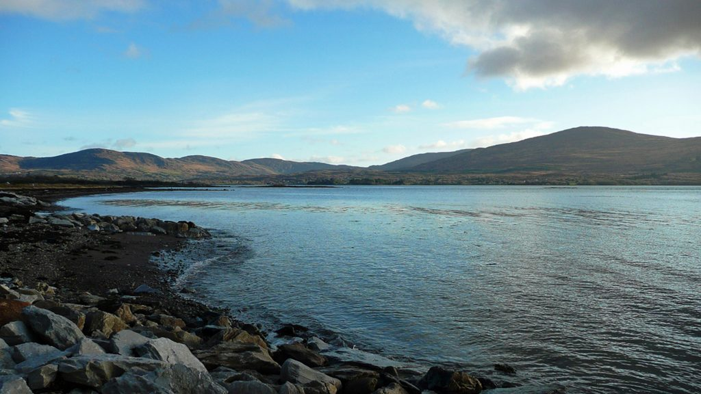 Heron Water Cottage, Kenmare Bay, Pict. 1. Rent an Irish Holiday Home with Sea View along the Wild Atlantic Way in Kerry, Rent a Cottage with Seaview in Ireland along the Ring of Kerry.