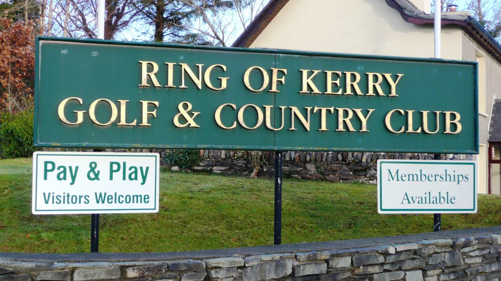 Heron Water Cottage, Golf Course. Less than 1km away. Rent an Irish Holiday Home with Sea View along the Wild Atlantic Way in Kerry, Rent a Cottage with Seaview in Ireland along the Ring of Kerry.
