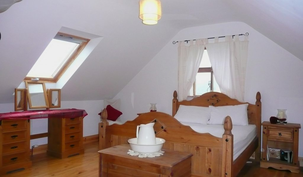 Patricks 06, Bedroom 1, Rent an Irish Cottage with Sea View along the Wild Atlantic Way in Kerry