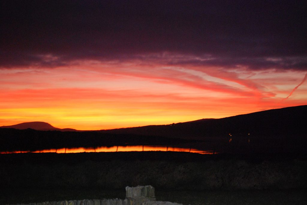 Patricks Beach House, Red Sky at Night..., Rent an Irish Cottage with Sea View along the Wild Atlantic Way in Kerry