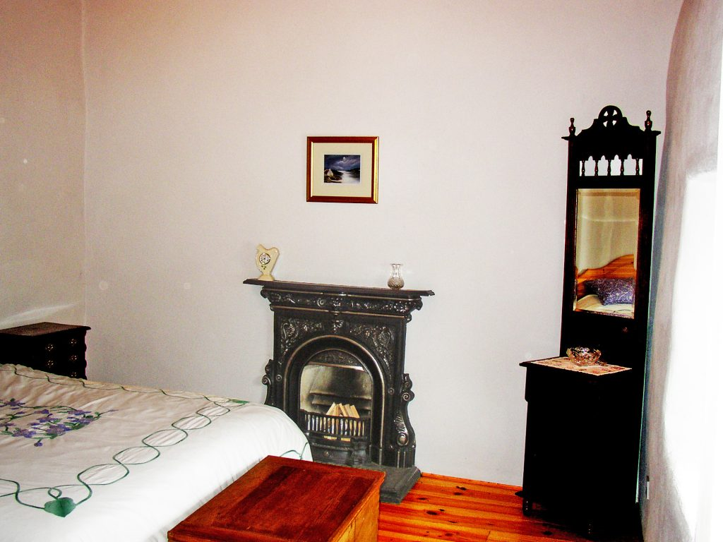 Roads Cottage, Bedroom, Rent an Irish Cottage with Sea View along the Wild Atlantic Way in Kerry