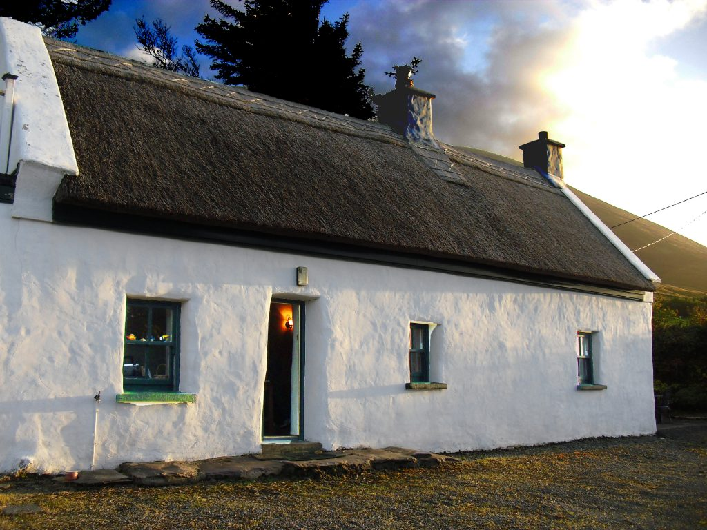 Roads Cottage 07, Front Elevation, Pict. 1, Rent an Irish Cottage with Sea View along the Wild Atlantic Way in Kerry