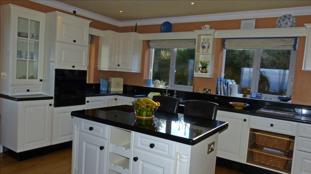 St. Ann's, Kitchen, Pict. 2. Rent an Irish Holiday Home with Sea View along the Wild Atlantic Way in Kerry, Rent a Cottage with Seaview in Ireland along the Ring of Kerry.