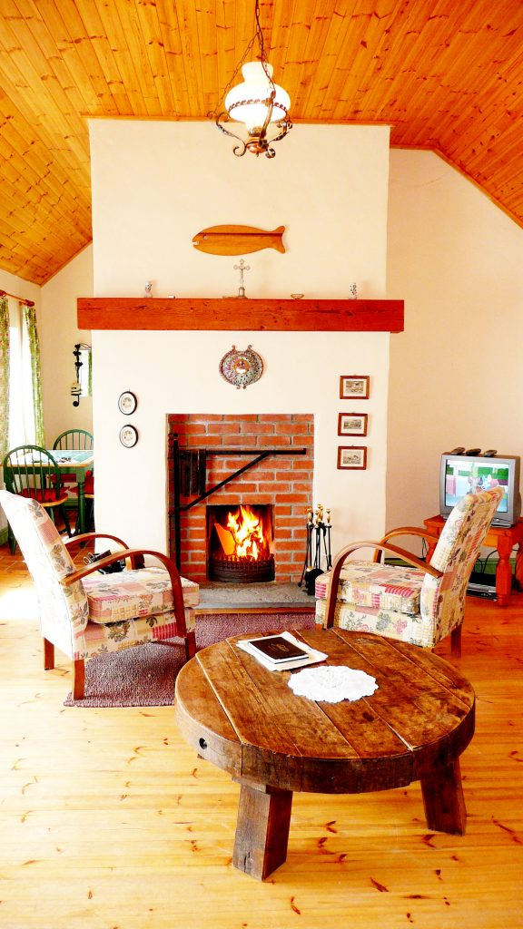 Holiday Home, Kerry, Ireland, Batts Cottage 02, Living Room, Pict. 1, Rent an Irish Cottage with Sea View along the Wild Atlantic Way in Kerry, VRBO
