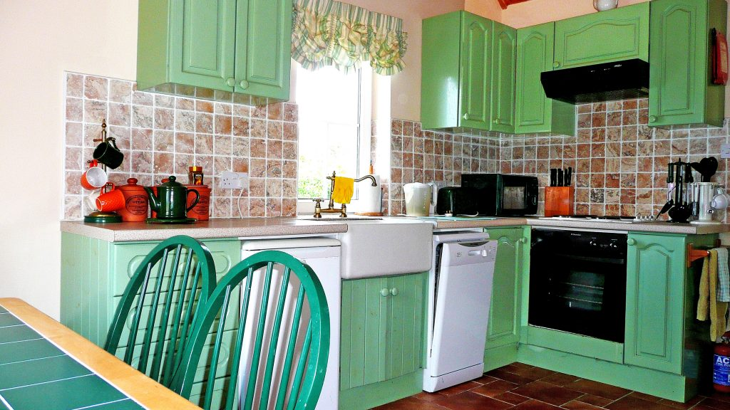 Holiday Home, Kerry, Ireland, Batts Cottage 04, Kitchen, Pict. 1, Rent an Irish Cottage with Sea View along the Wild Atlantic Way in Kerry, VRBO