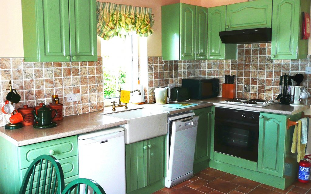 Holiday Home, Kerry, Ireland, Batts Cottage 04, Kitchen, Pict. 4, Rent an Irish Cottage with Sea View along the Wild Atlantic Way in Kerry, VRBO