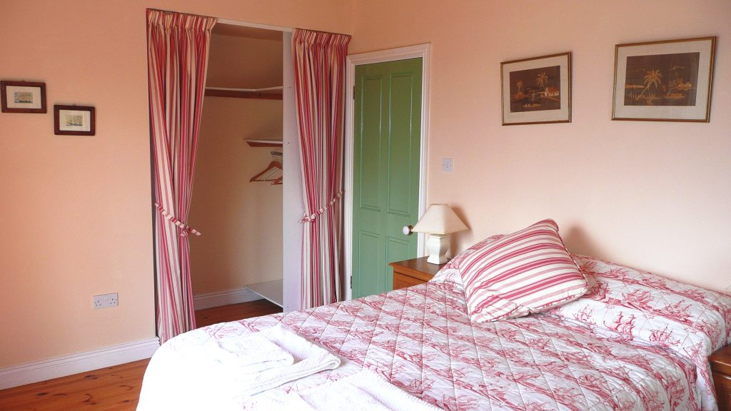 Holiday Home, Kerry, Ireland, Batts Cottage 05, Bedroom 1, Pict. 3, Rent an Irish Cottage with Sea View along the Wild Atlantic Way in Kerry, VRBO