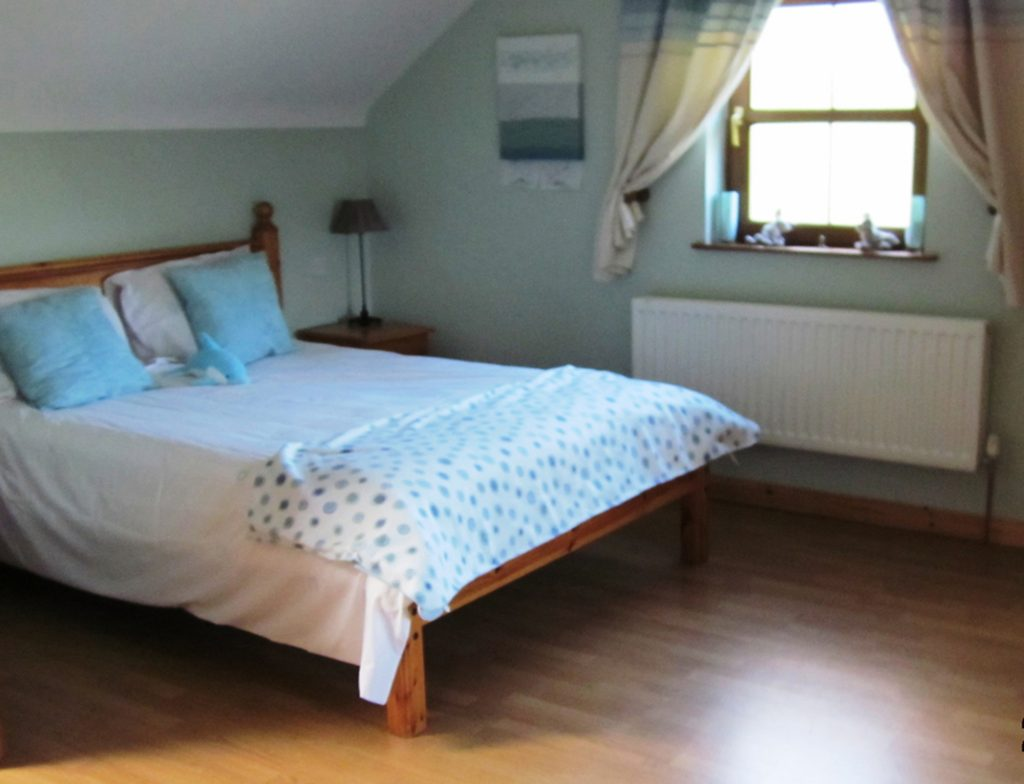 Chapel Cross, Bedroom 1. Ground Floor. Rent an Irish Holiday Home with Sea View along the Wild Atlantic Way in Kerry, Rent a Cottage with Seaview in Ireland along the Ring of Kerry.