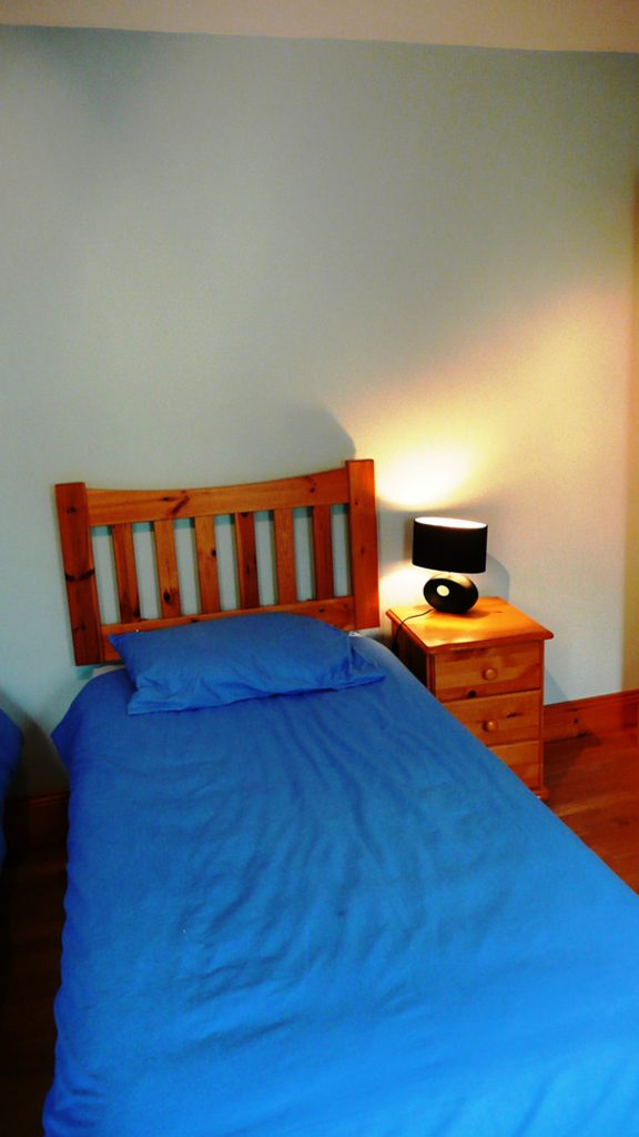 Chapel Cross, Bedroom 2 (2 singles). Ground Floor. Rent an Irish Holiday Home with Sea View along the Wild Atlantic Way in Kerry, Rent a Cottage with Seaview in Ireland along the Ring of Kerry.