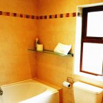 Chapel Cross, Bathroom 2, Pict. 2.. Rent an Irish Holiday Home with Sea View along the Wild Atlantic Way in Kerry, Rent a Cottage with Seaview in Ireland along the Ring of Kerry.