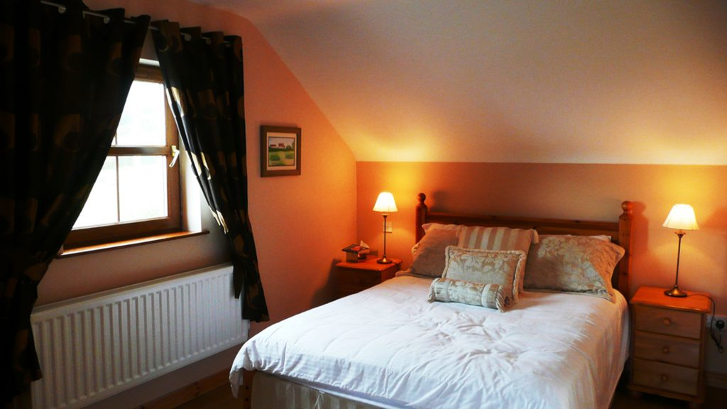 Chapel Cross, Bedroom 3. First Floor. Rent an Irish Holiday Home with Sea View along the Wild Atlantic Way in Kerry, Rent a Cottage with Seaview in Ireland along the Ring of Kerry.