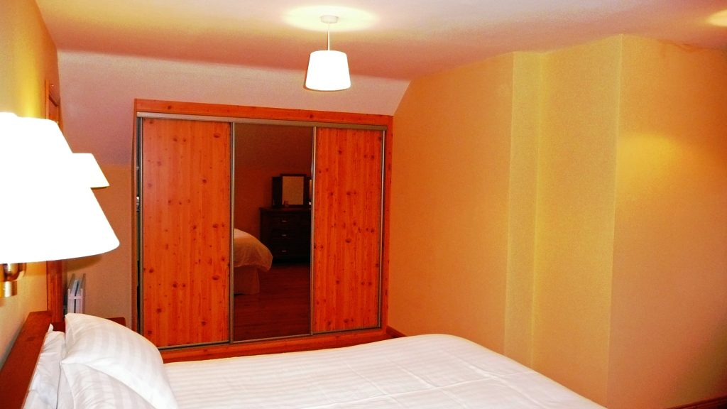Holiday Home, Kerry, Ireland, Dellwood Lodge 16, Bedroom 4, Pict. 1, Rent an Irish Cottage with Sea View along the Wild Atlantic Way in Kerry