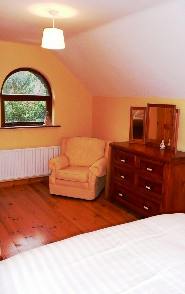 Holiday Home, Kerry, Ireland, Dellwood Lodge 16, Bedroom 4, Pict. 2, Rent an Irish Cottage with Sea View along the Wild Atlantic Way in Kerry