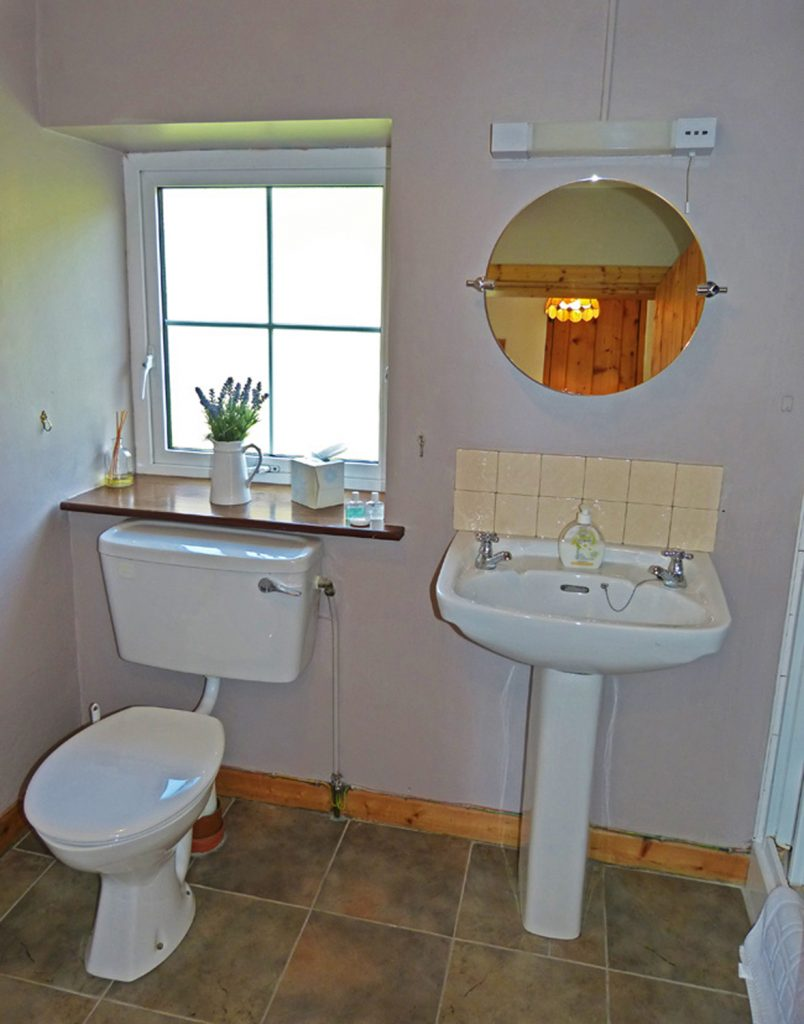 Holiday Home, Kerry, Ireland, Derrynane Haven 11, Bath, Rent an Irish Cottage with Sea View along the Wild Atlantic Way in Kerry