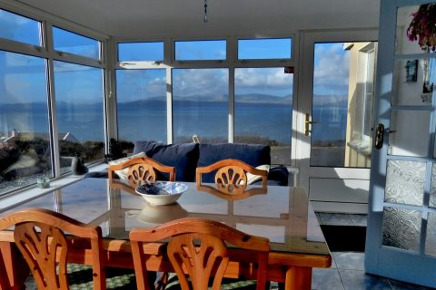 Heather Cottage, Sunroom with Sea View, Pict. 1. Rent an Irish Holiday Home with Sea View along the Wild Atlantic Way in Kerry, Rent a Cottage with Seaview in Ireland along the Ring of Kerry.
