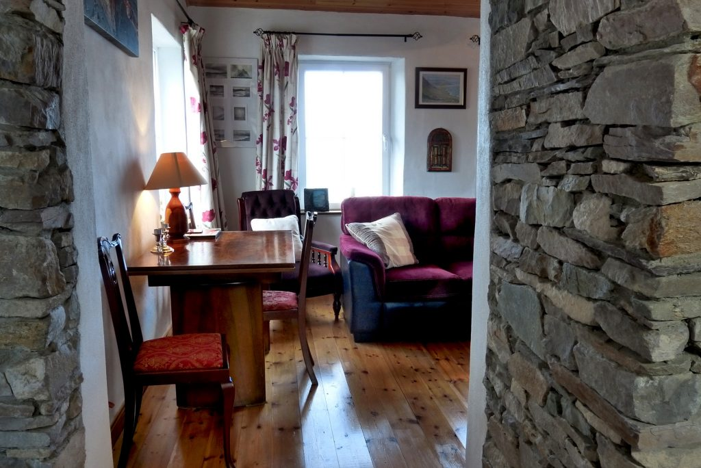 Heather Cottage, Living Room with Sea View, Pict. 1. Rent an Irish Holiday Home with Sea View along the Wild Atlantic Way in Kerry, Rent a Cottage with Seaview in Ireland along the Ring of Kerry.