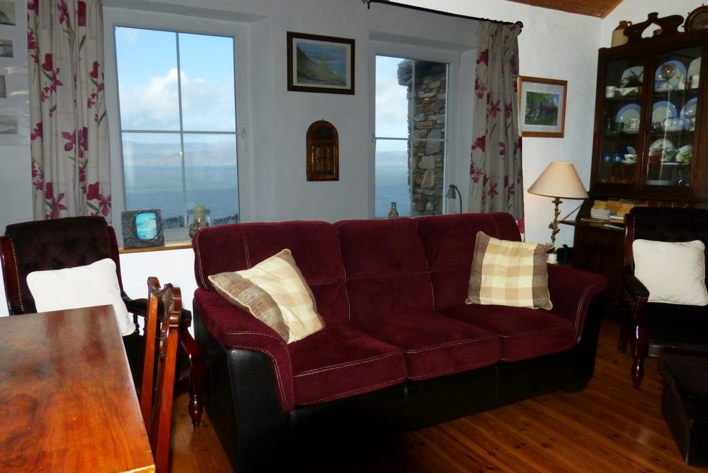 Heather Cottage, Living Room with Sea View, Pict. 2. Rent an Irish Holiday Home with Sea View along the Wild Atlantic Way in Kerry, Rent a Cottage with Seaview in Ireland along the Ring of Kerry.