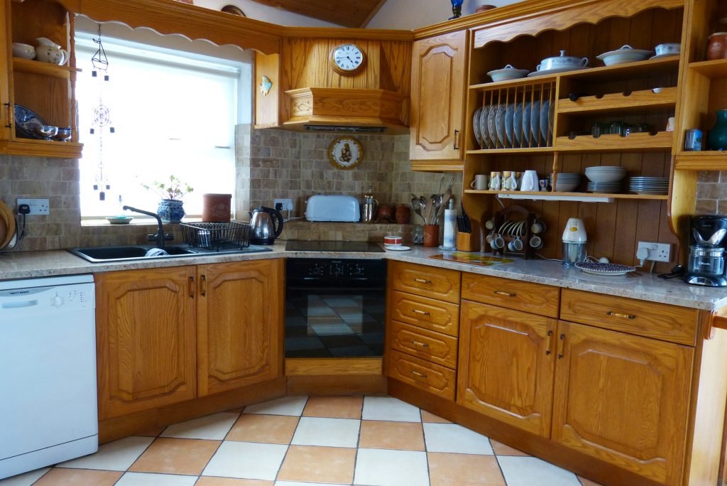 Heather Cottage, Kitchen Pict. 1. Rent an Irish Holiday Home with Sea View along the Wild Atlantic Way in Kerry, Rent a Cottage with Seaview in Ireland along the Ring of Kerry.