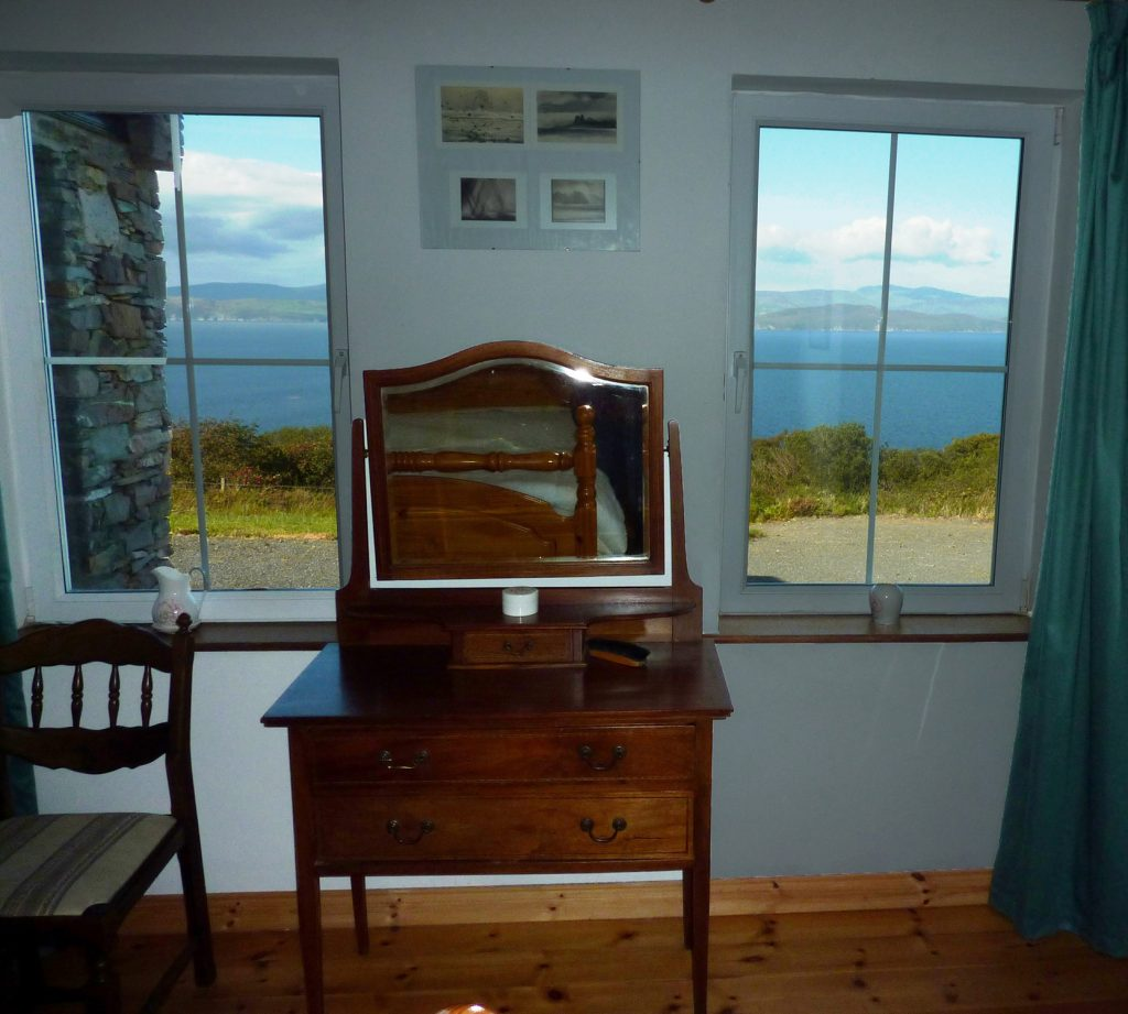 Heather Cottage, Bedroom 1 with Ensuite Shower, Pict. 2. All Bedrooms downstairs. Rent an Irish Holiday Home with Sea View along the Wild Atlantic Way in Kerry, Rent a Cottage with Seaview in Ireland along the Ring of Kerry.