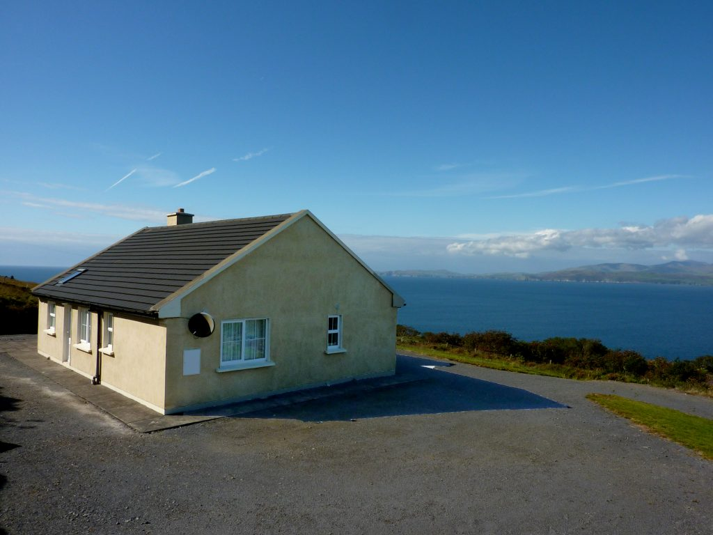 Heather Cottage, Siede Elevation. Rent an Irish Holiday Home with Sea View along the Wild Atlantic Way in Kerry, Rent a Cottage with Seaview in Ireland along the Ring of Kerry.