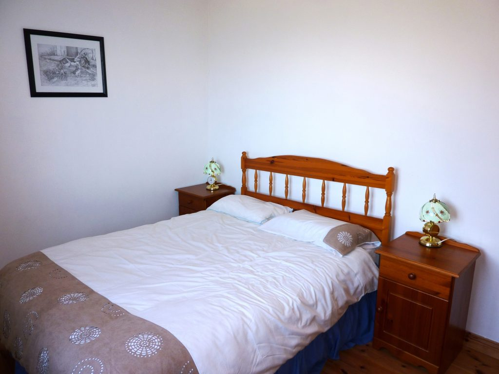 Bedroom 2. in Holiday Cottage Heather Cottage, All Bedrooms Ground Floor. Rent an Irish Holiday Home with Sea View along the Wild Atlantic Way in Kerry, Rent a Cottage with Seaview in Ireland along the Ring of Kerry.