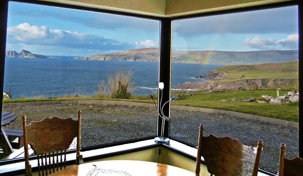 Skelligs House, the Dining Room is in the Sunroom. Splendid, isnt't it? Rent an Irish Cottage with Sea View along the Wild Atlantic Way in Kerry from www.fir-darrig.net. Rent a Holiday Home with Seaview in Ireland along the Ring of Kerry.