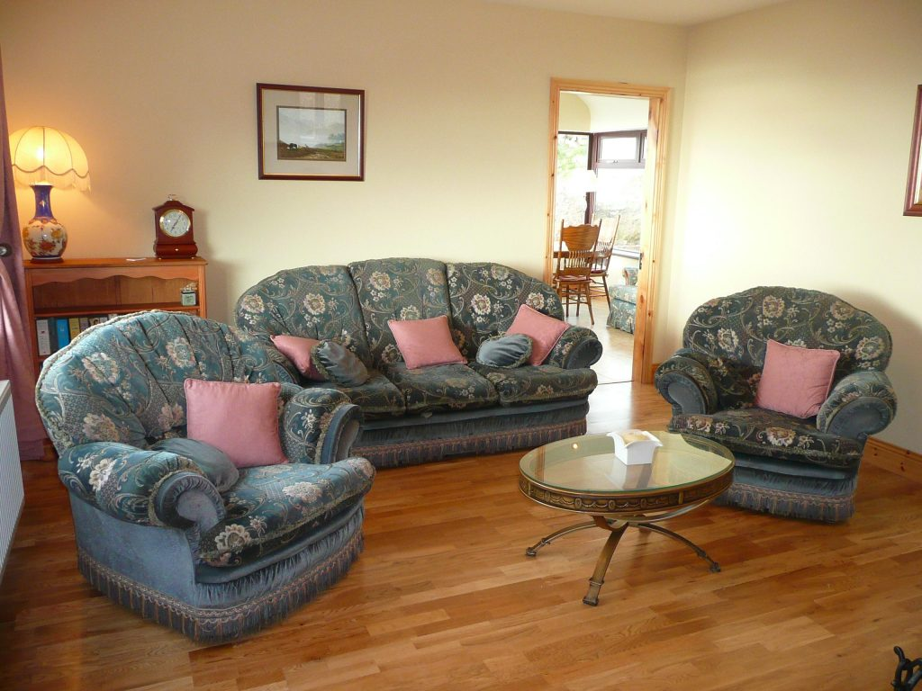 Skelligs House, the living Room, the other side. Rent an Irish Cottage with Sea View along the Wild Atlantic Way in Kerry from www.fir-darrig.net. Rent a Holiday Home with Seaview in Ireland along the Ring of Kerry.