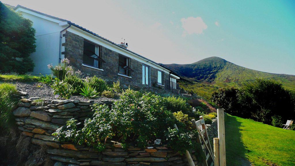 Ferienhaus, Kerry, Irland, Pairc na Realta, Haus von unten aufgenommen, Ferienhäuser mit Meerblick mieten in Irland - Cottages mit Seeblick mieten entlang des Ring of Kerry in Irland