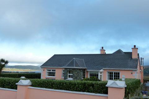 Ferienhaus, Kerry, Irland, Pattys 07, Blick mit Haus 2, Ferienhäuser mit Meerblick mieten in Irland - Cottages mit Seeblick mieten entlang des Ring of Kerry in Irland