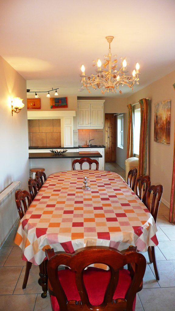 Yvonnes, from the Dining Area to the Kitchen. Rent an Irish Cottage with Sea View along the Wild Atlantic Way in Kerry from www.fir-darrig.net. Rent a Holiday Home with Seaview in Ireland along the Ring of Kerry.