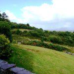Ferienhäuser mit Meerblick mieten in Irland - Cottages mit Seeblick mieten entlang des Ring of Kerry in Irland, Ferienhaus, Kerry, Irland, Yvonnes 10, nochmals der Garten von der Terrasse aus