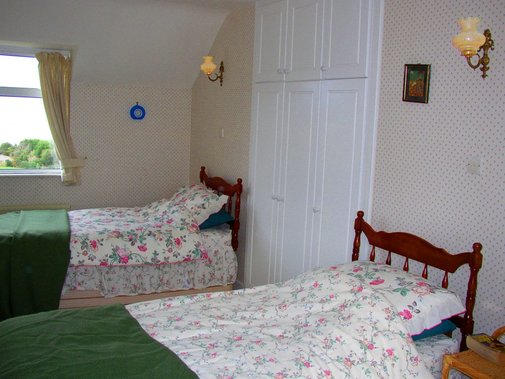 Yvonnes Bedroom 4, First Floor. Rent an Irish Cottage with Sea View along the Wild Atlantic Way in Kerry from www.fir-darrig.net. Rent a Holiday Home with Seaview in Ireland along the Ring of Kerry.