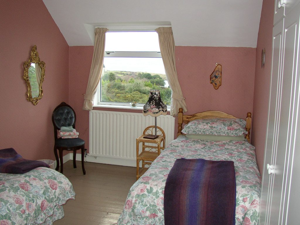 Yvonnes, Bedroom 5, First Floor. Rent an Irish Cottage with Sea View along the Wild Atlantic Way in Kerry from www.fir-darrig.net. Rent a Holiday Home with Seaview in Ireland along the Ring of Kerry.