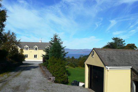 Ferienhäuser mit Meerblick mieten in Irland - Cottages mit Seeblick mieten entlang des Ring of Kerry in Irland, Ferienhaus, Kerry, Irland, Yvonnes 24, Haus von vorne Bild 2