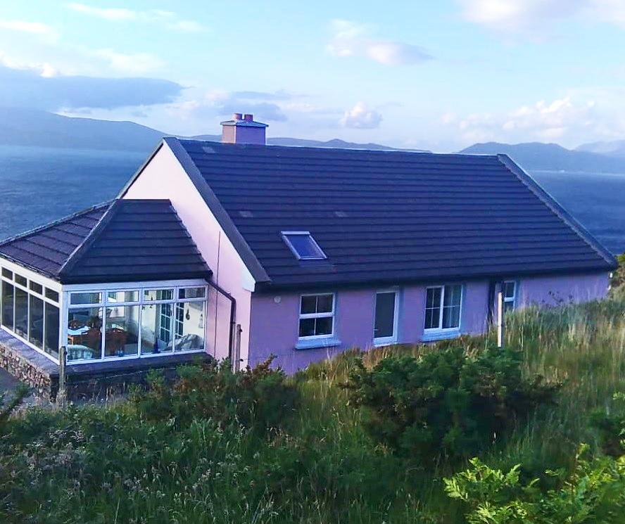 Ferienhaus Heather Cottage mit Seeblick im Südwesten Irlands.
