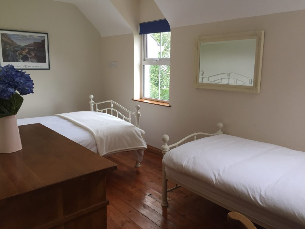 Twin Bed Room in coastal Heron Water Cottage. Rent an Irish Holiday Home with Sea View along the Wild Atlantic Way in Kerry, Rent a Cottage with Seaview in Ireland along the Ring of Kerry.