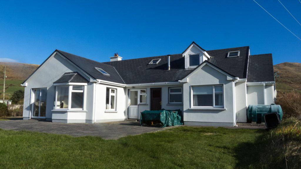 Ferienhäuser mit Meerblick mieten in Irland - Cottages mit Seeblick mieten entlang des Ring of Kerry in Irland, Ferienhaus, Kerry, Irland, Tig na Cille 15, Haus von hinten
