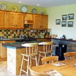 Tig na Cille, the Kitchen has everything it needs. Rent an Irish Cottage with Sea View along the Wild Atlantic Way in Kerry from www.fir-darrig.net. Rent a Holiday Home with Seaview in Ireland along the Ring of Kerry.