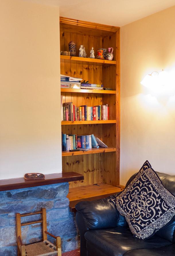Ferienhaus, Kerry, Irland, Tig na Cille 5, Wohnzimmer, Manchmal ist auch Lesen und Teetrinken schön, Ferienhäuser mit Meerblick mieten in Irland - Cottages mit Seeblick mieten entlang des Ring of Kerry in Irland