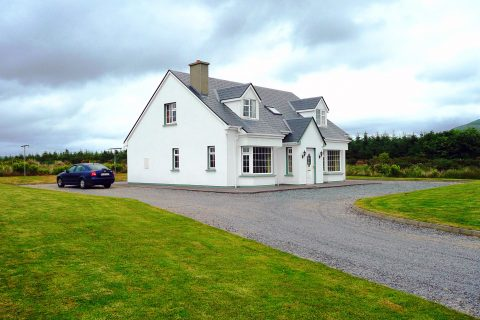 Margarets, Front Elevation, Pict. 3. Rent an Irish Holiday Home with Sea View along the Wild Atlantic Way in Kerry, Rent a Cottage with Seaview in Ireland along the Ring of Kerry.
