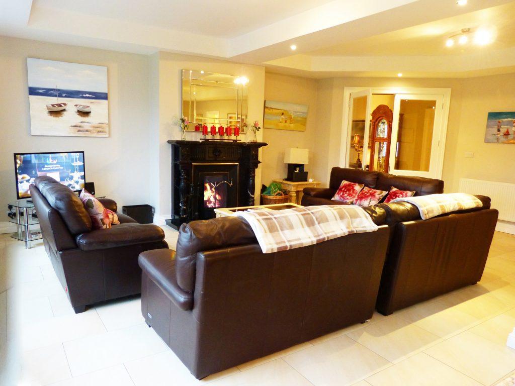 Das erste Wohnzimmer von Ferienhaus Castle View in Glenbeigh in Kerry, Irland.