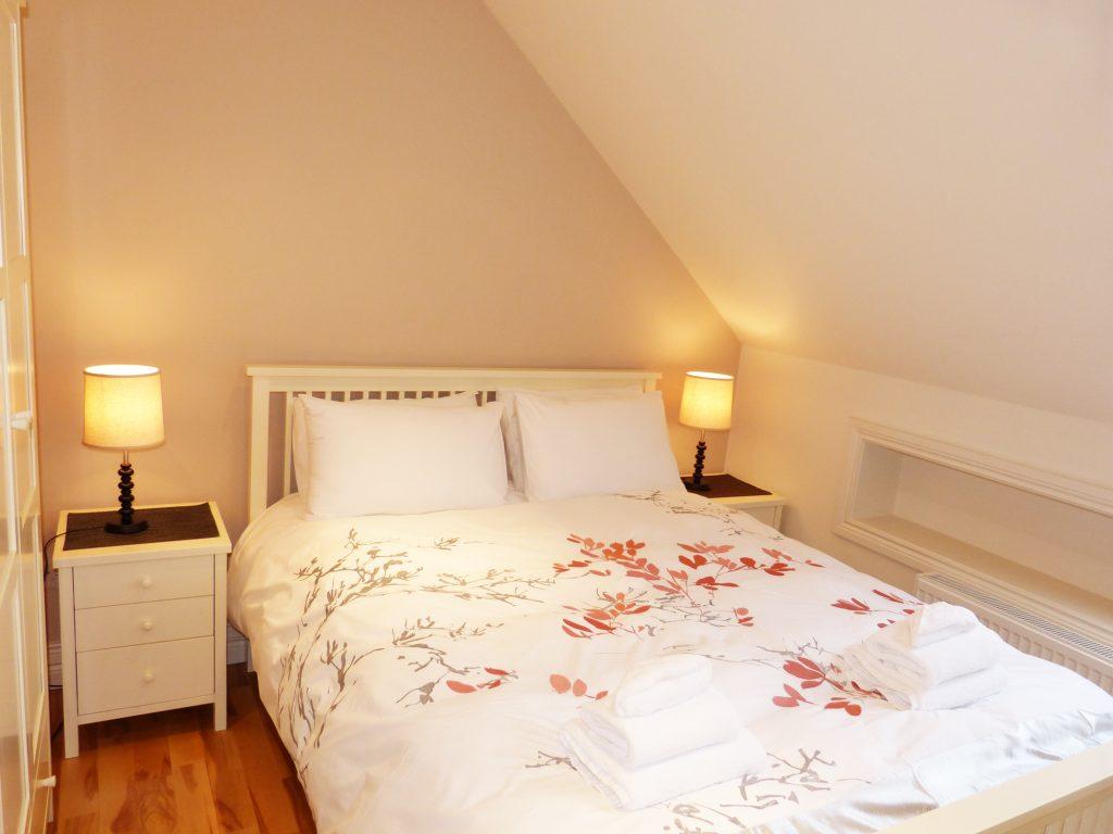 Schlafzimmer sechs auf der ersten Etage von Ferienhaus Castle View in Glenbeigh in Kerry, Irland.